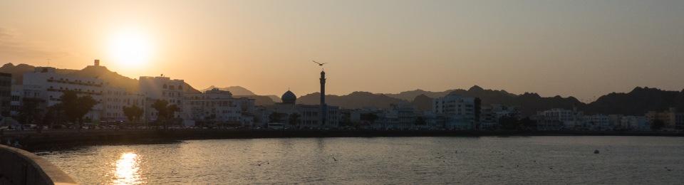 Sonnenuntergang im Hafen von Muscat