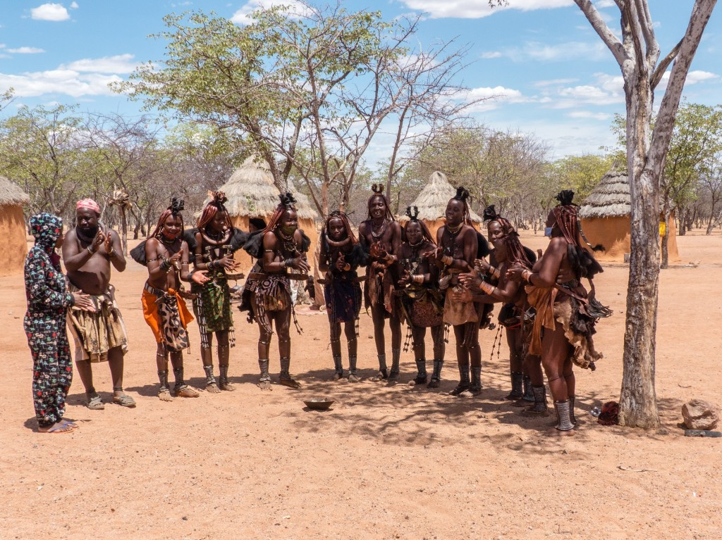Singende und tanzende Himba